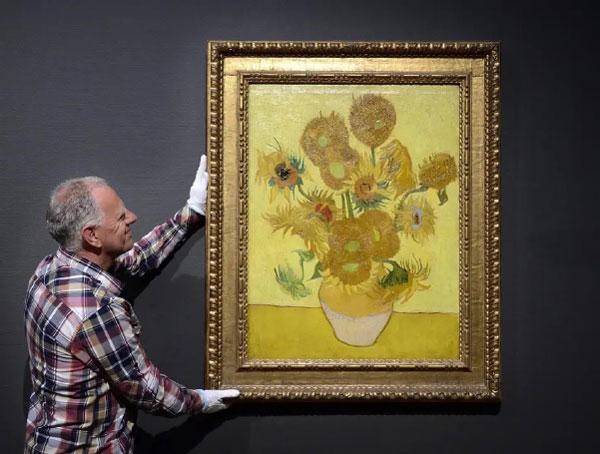 مرمت تابلوی گلهای آفتاب گرادن ونگوگ